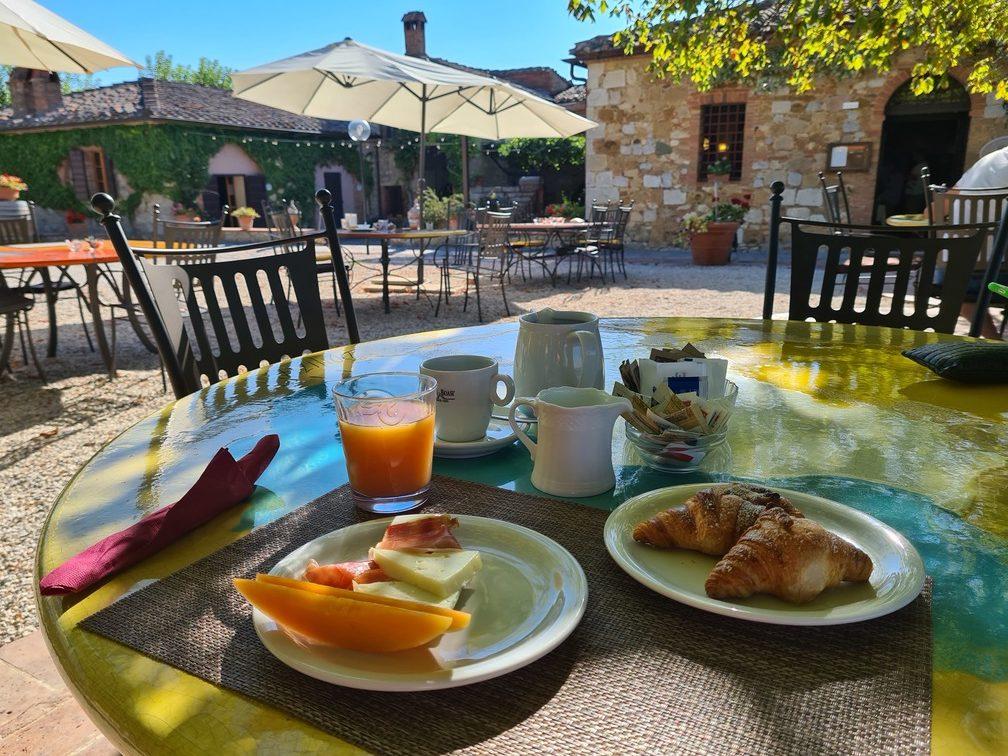 Tuscan holiday: Montefollonico hotel & restaurant La Chiusa, agriturismo Montepulciano