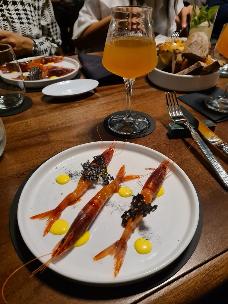 Raw red prawns at Treefolks Trastevere pub