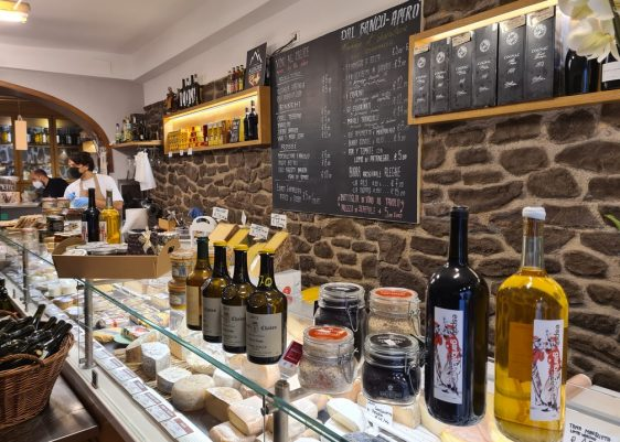 Beppe e i suoi formaggi - literally, Beppe and his cheeses - is a cheese-focused deli, winebar and restaurant in the Jewish ghetto in Rome