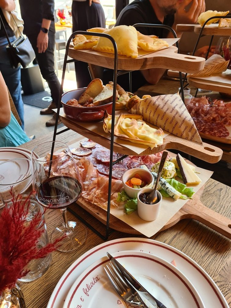 SignorVino food and drink review - best restaurants near the Trevi Fountain and Piazza Barberini