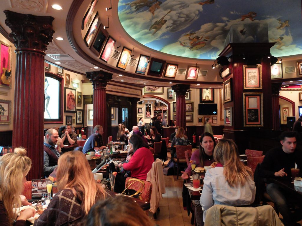 Thanksgiving Rome Hard Rock Cafe