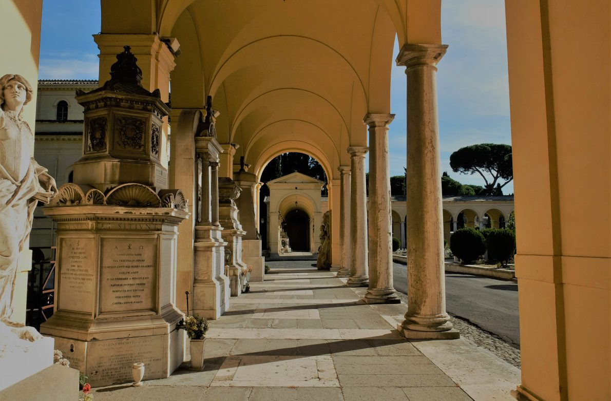 Rome's cemeteries: this guide to the best Rome Cemeteries introduces Verano Cemetery, the Non-Catholic Cemetery and the Commonwealth Cemetery, Rome.