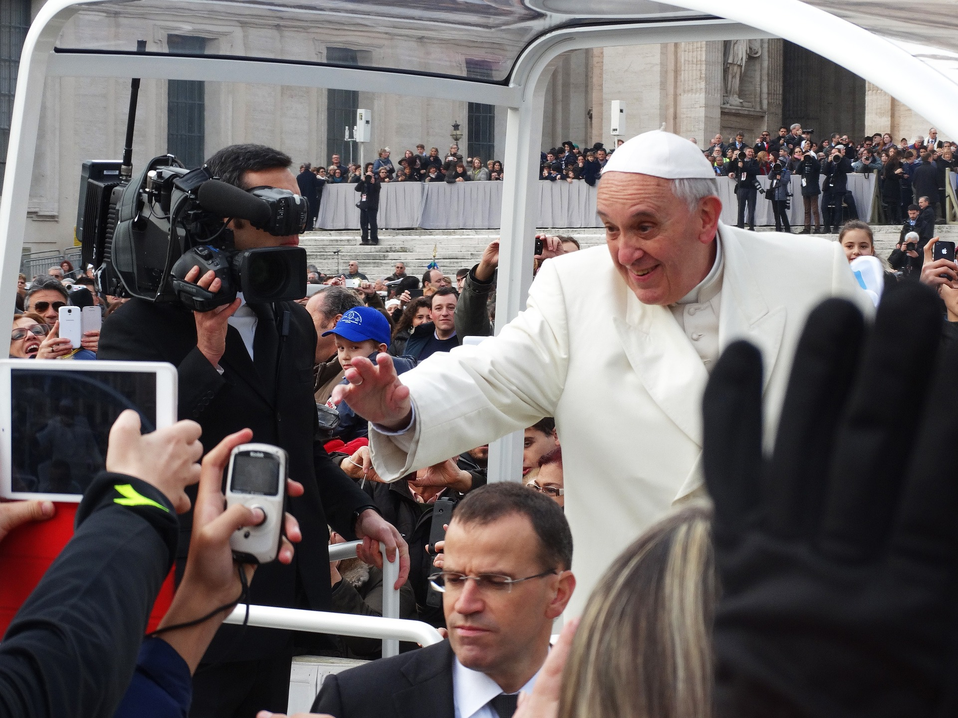 The pope at Easter in Rome 2020: a guide to Holy Week 2020 in Rome, including Maundy Thursday, Good Friday, Easter Saturday, Easter Sunday and Easter Monday.
