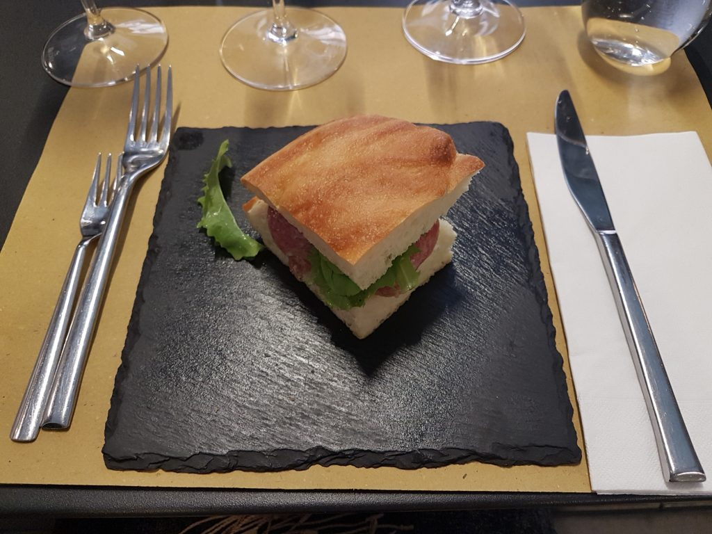 Magazzino Scipioni, just a few steps from the Vatican, offers gourmet food with French and Italian wines, as well as formal and informal wine tastings