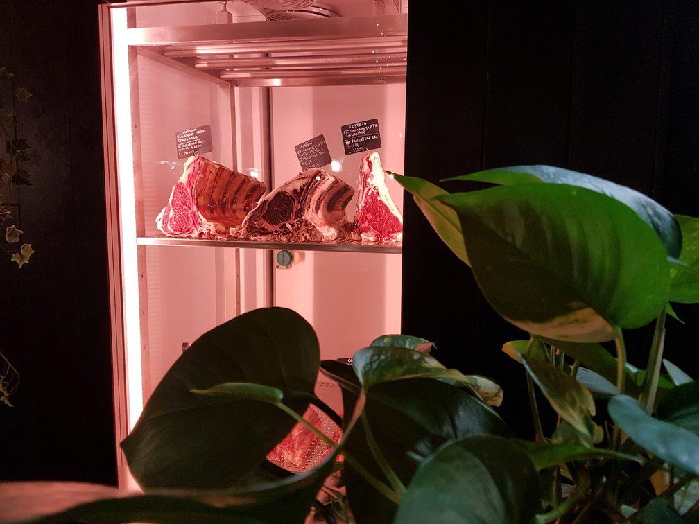 Best steaks in Rome at Meaters - Brace Bar