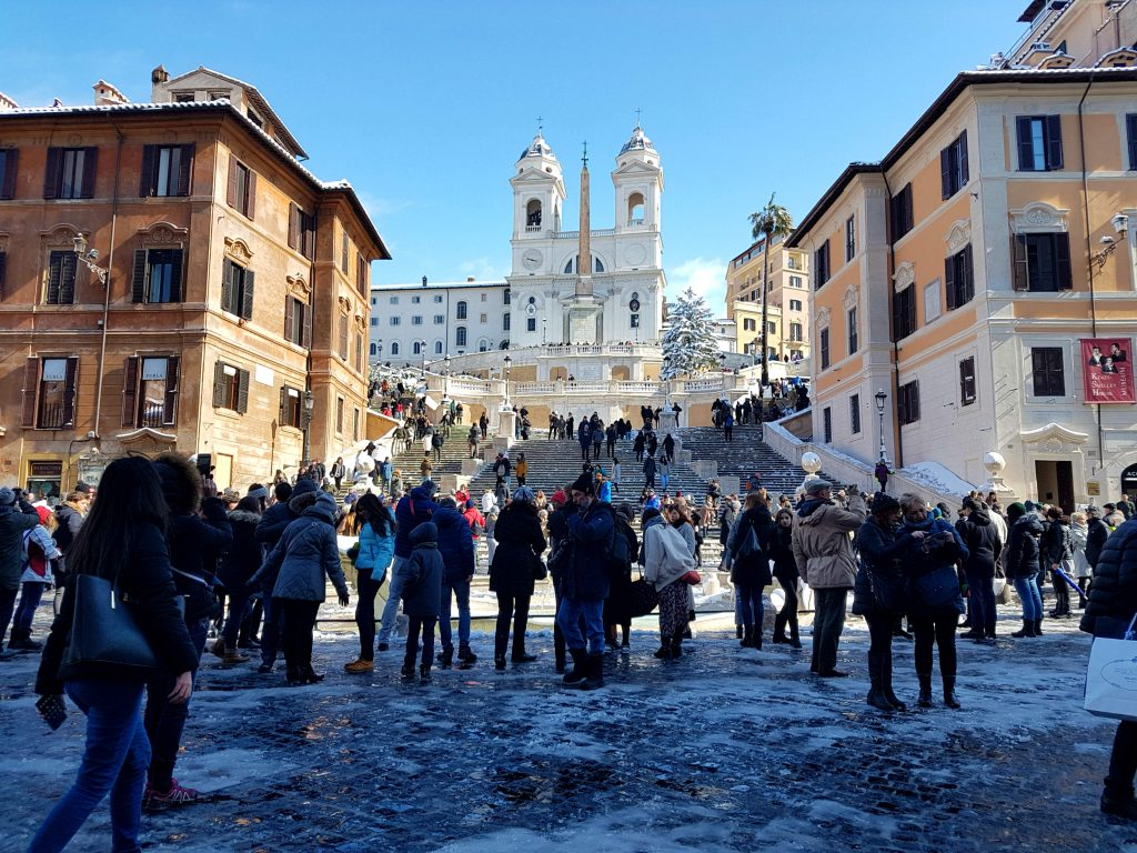 Snow in Rome 2018: Rome in the snow was a pretty as a picture, even if it didn't last long! The snowfall in Rome was the first since 2012, having snowed before only in 1985 and 1986 #snowinrome #nevearoma